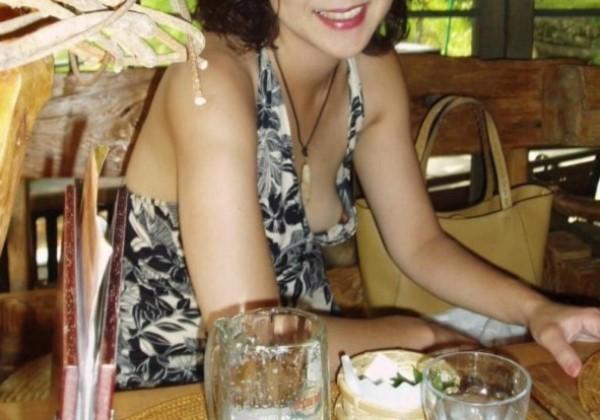 おばさん 熟女 乳首チラ 胸チラ ハプニング エロ画像 1
