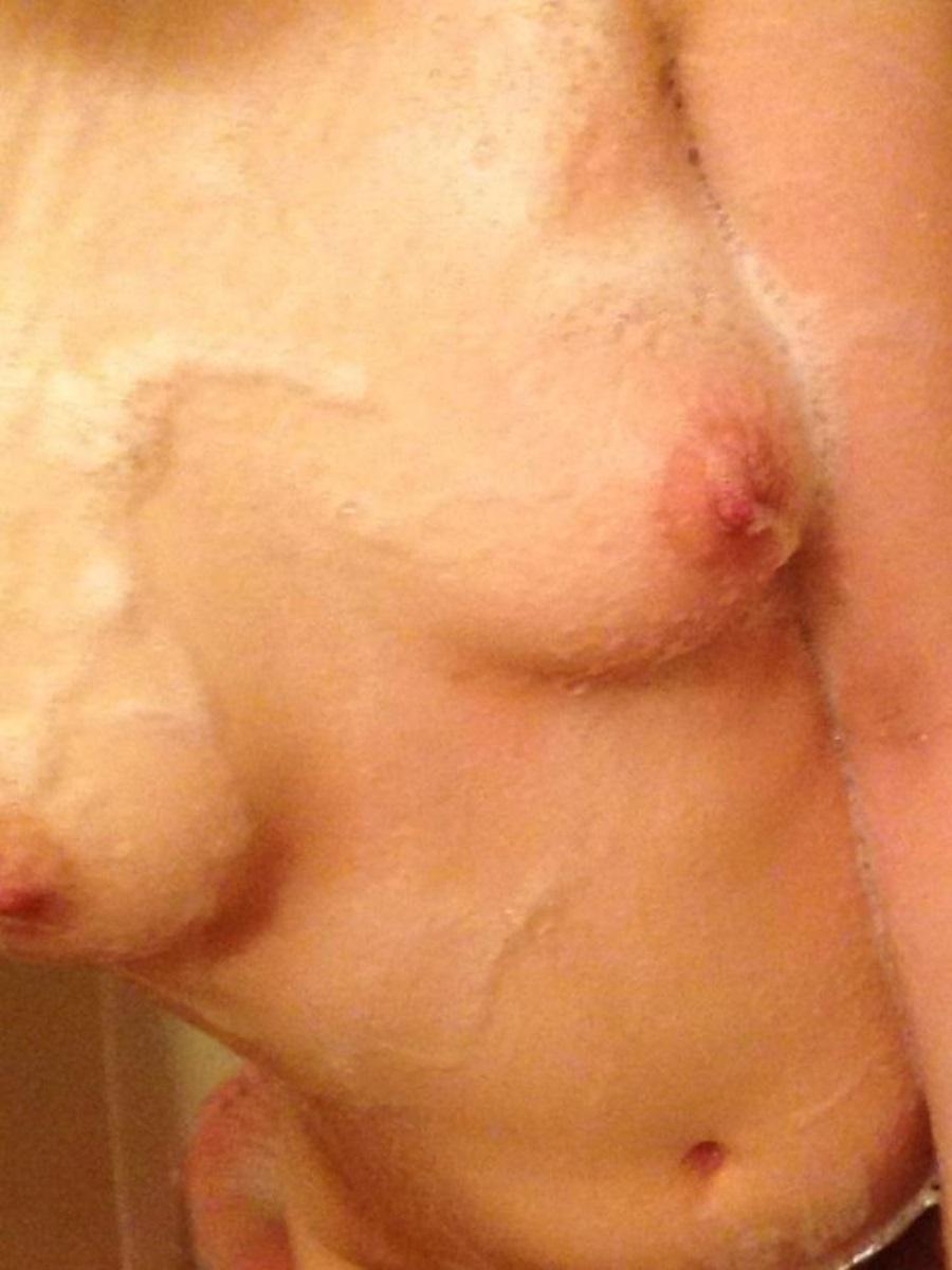 お風呂で裸を自撮り投稿する素人エロ写メ画像 14