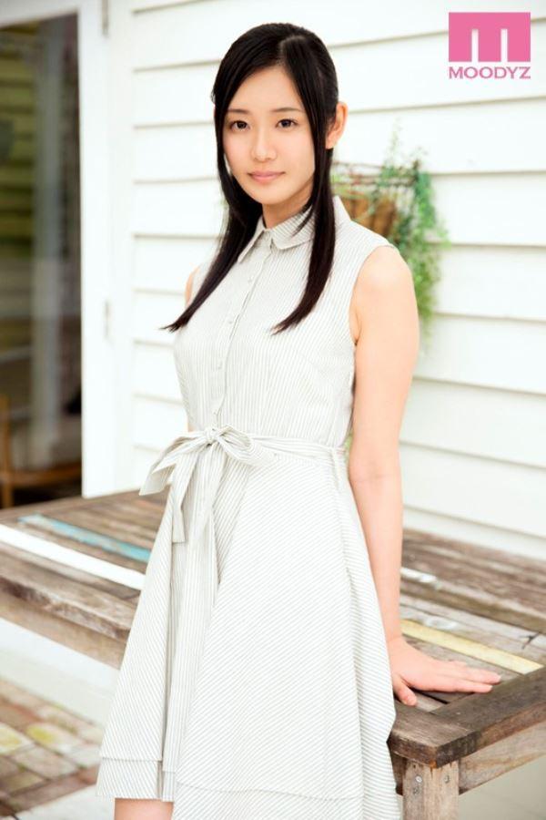 真白初音 処女の箱入り娘がAVデビュー!!