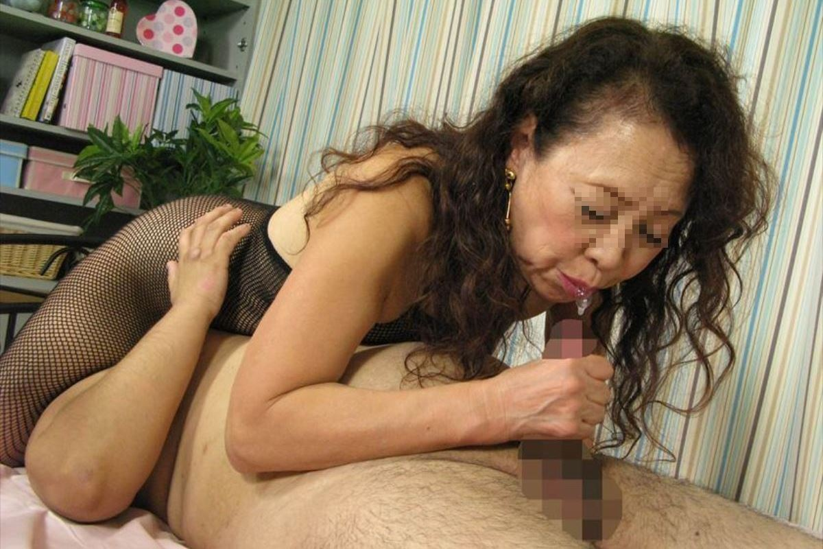 おばさん 口技 舌技 素人 熟女 フェラチオ エロ画像 8
