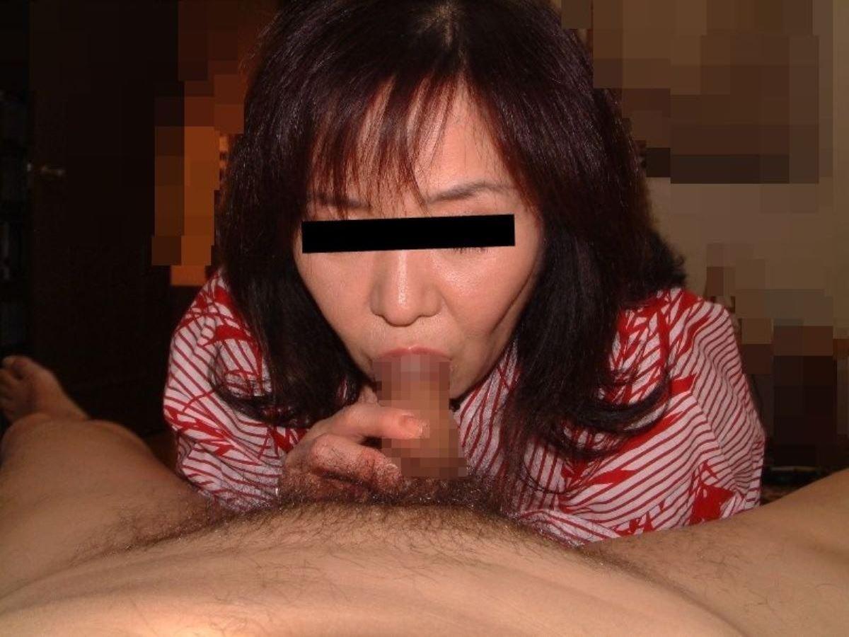 おばさん 口技 舌技 素人 熟女 フェラチオ エロ画像 25