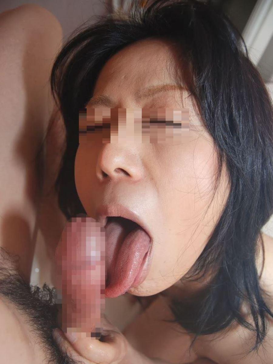 おばさん 口技 舌技 素人 熟女 フェラチオ エロ画像 38