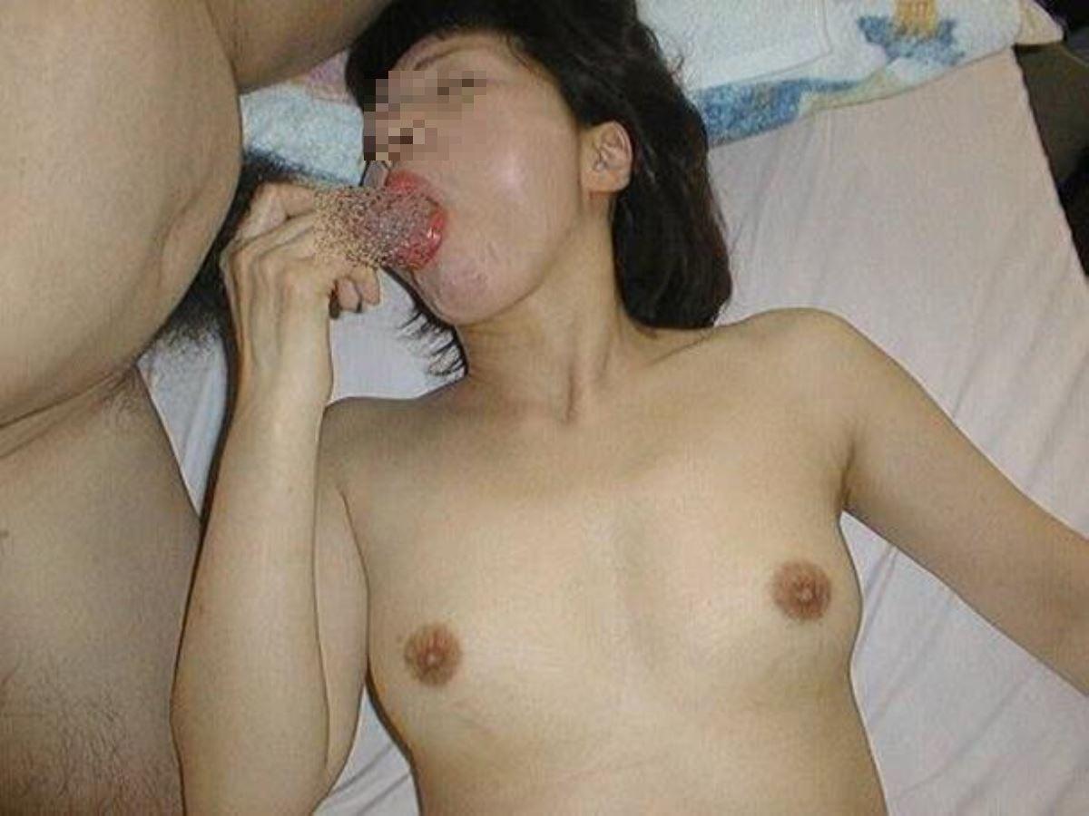 おばさん 口技 舌技 素人 熟女 フェラチオ エロ画像 65