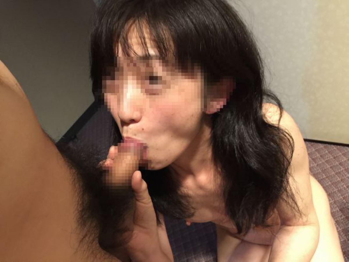 おばさん 口技 舌技 素人 熟女 フェラチオ エロ画像 74