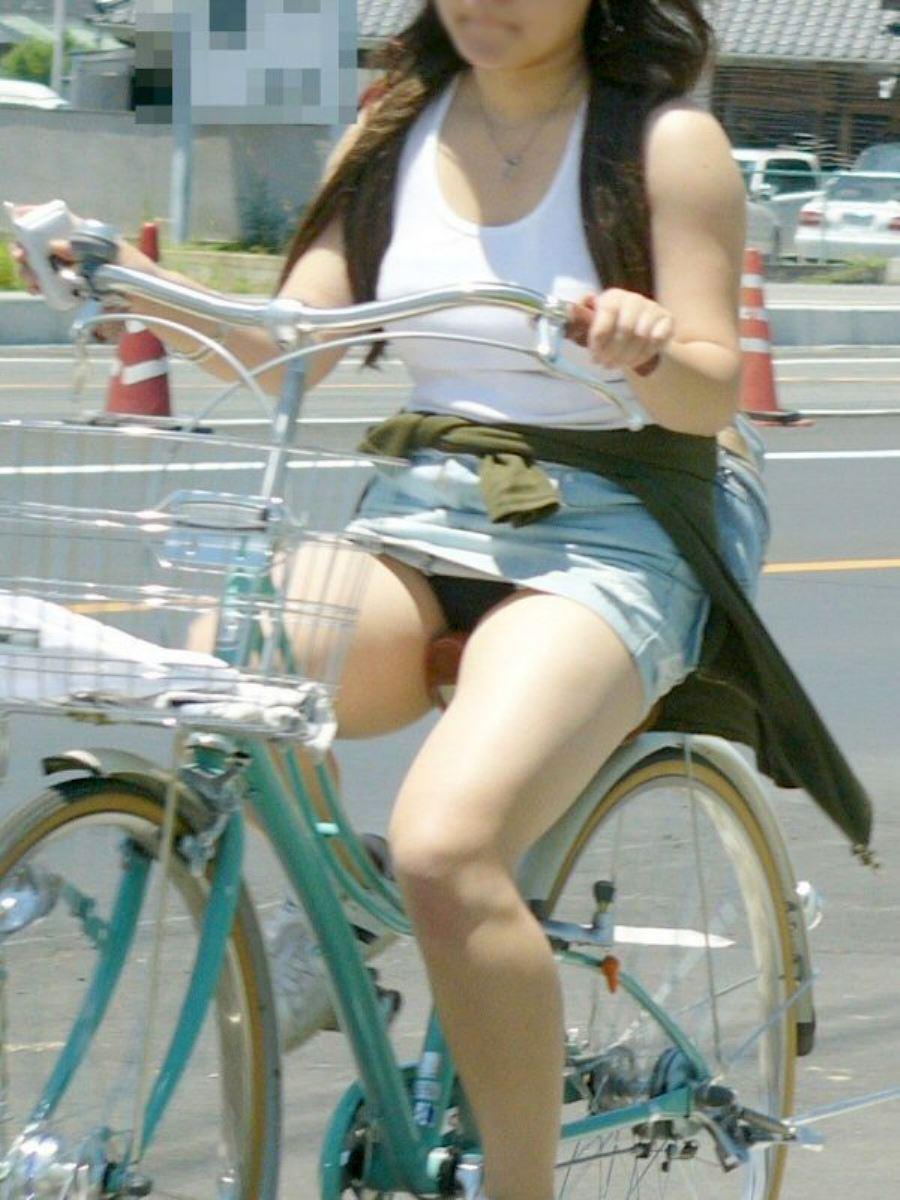 自転車 パンチラ デニム ミニ スカート エロ画像 19