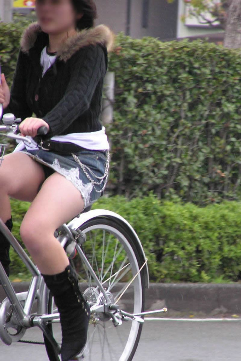 自転車 パンチラ デニム ミニ スカート エロ画像 39