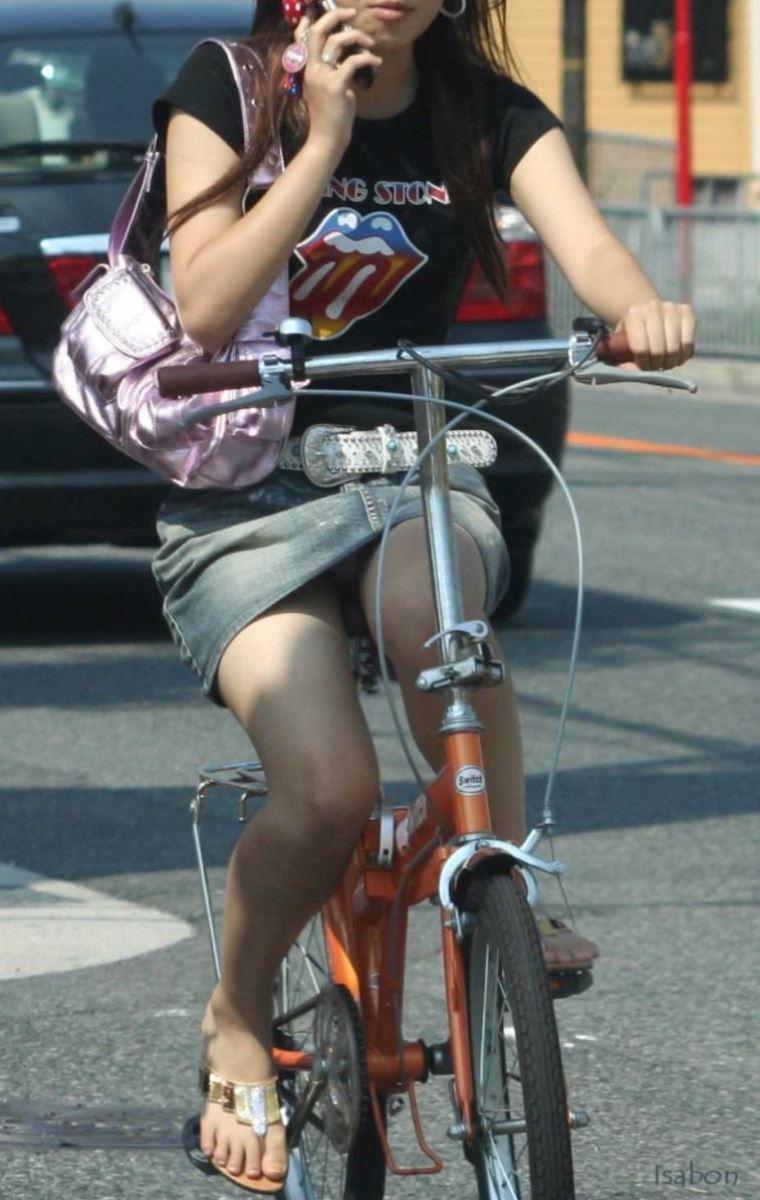 自転車 パンチラ デニム ミニ スカート エロ画像 41