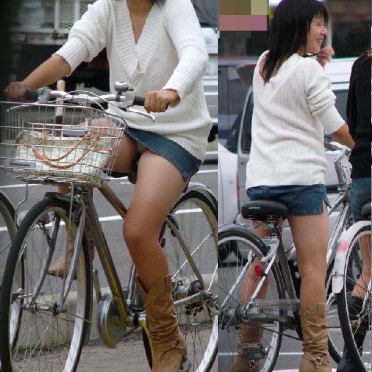 自転車 パンチラ デニム ミニ スカート エロ画像 42