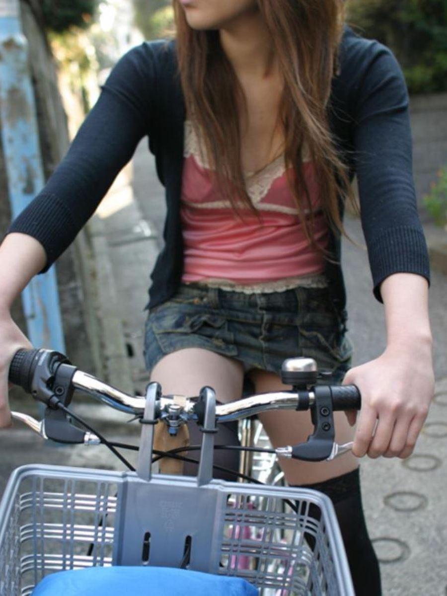 自転車 パンチラ デニム ミニ スカート エロ画像 45
