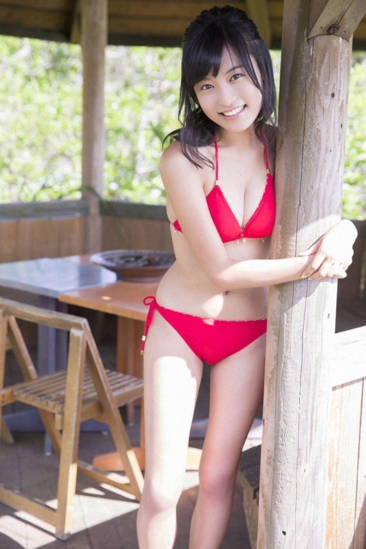 小島瑠璃子 美脚 抜ける 水着 グラビア 画像 1