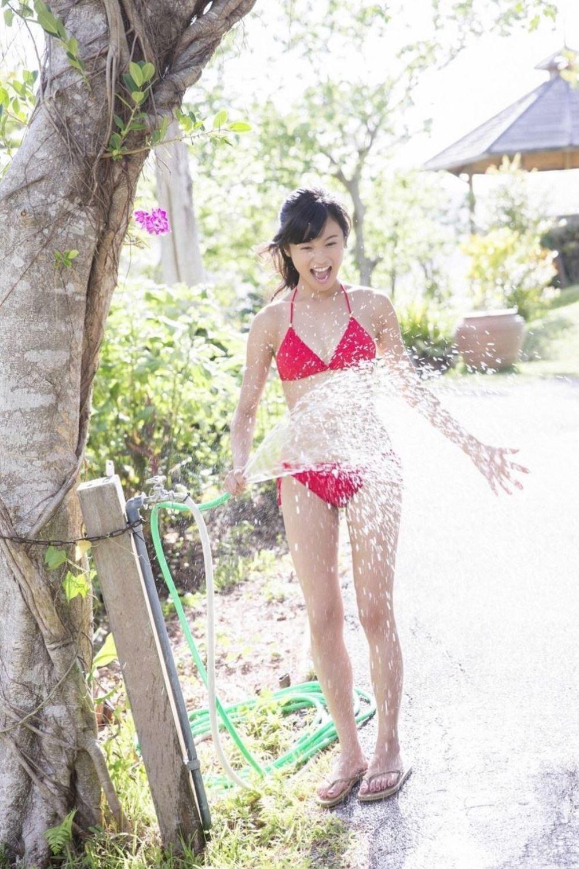小島瑠璃子 美脚 抜ける 水着 グラビア 画像 4
