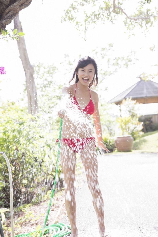 小島瑠璃子 美脚 抜ける 水着 グラビア 画像 5