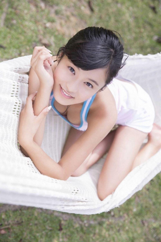 小島瑠璃子 美脚 抜ける 水着 グラビア 画像 31