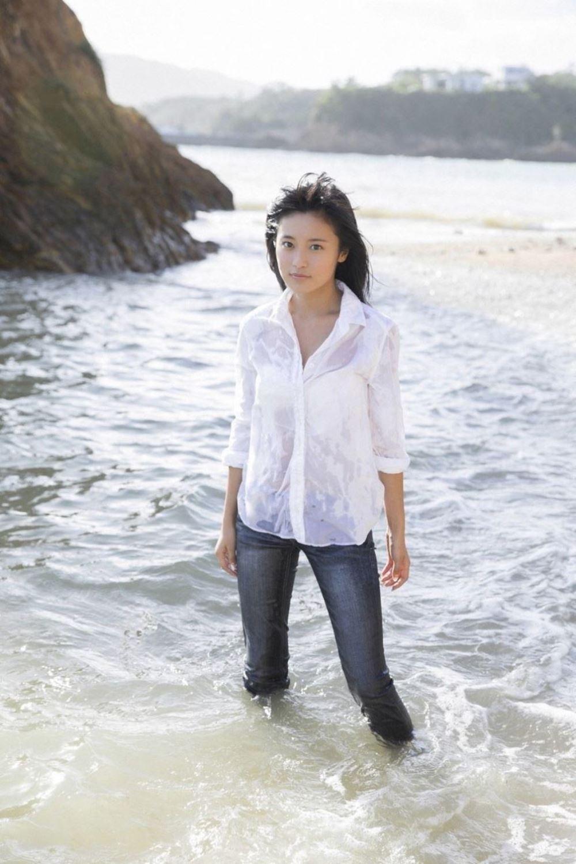 小島瑠璃子 美脚 抜ける 水着 グラビア 画像 39
