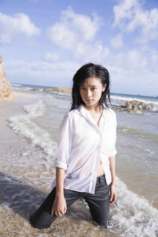 小島瑠璃子 美脚 抜ける 水着 グラビア 画像 43