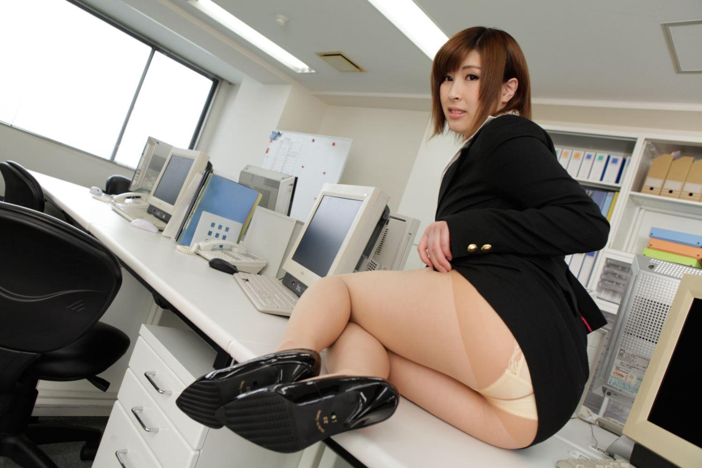 美尻 OL セクハラ 折原ほのか オフィスラブ 画像 3