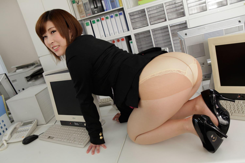 美尻 OL セクハラ 折原ほのか オフィスラブ 画像 4