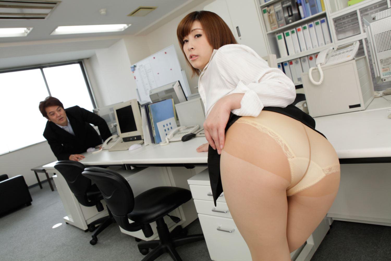 美尻 OL セクハラ 折原ほのか オフィスラブ 画像 12