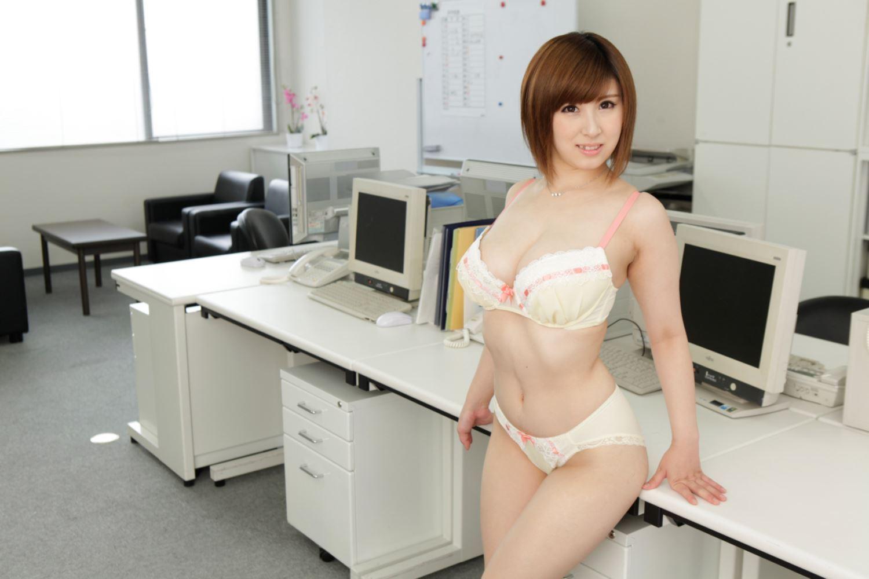 美尻 OL セクハラ 折原ほのか オフィスラブ 画像 16