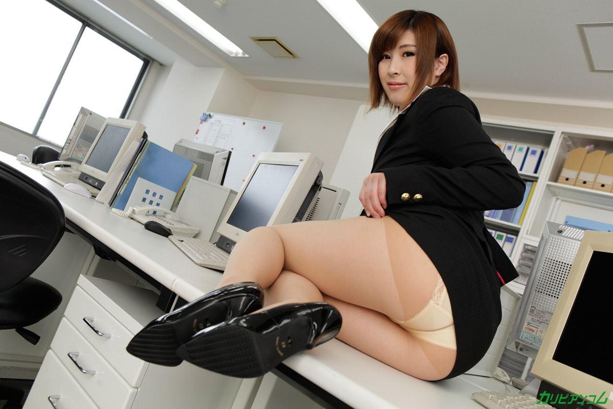 美尻OLにセクハラする折原ほのかオフィスラブ画像
