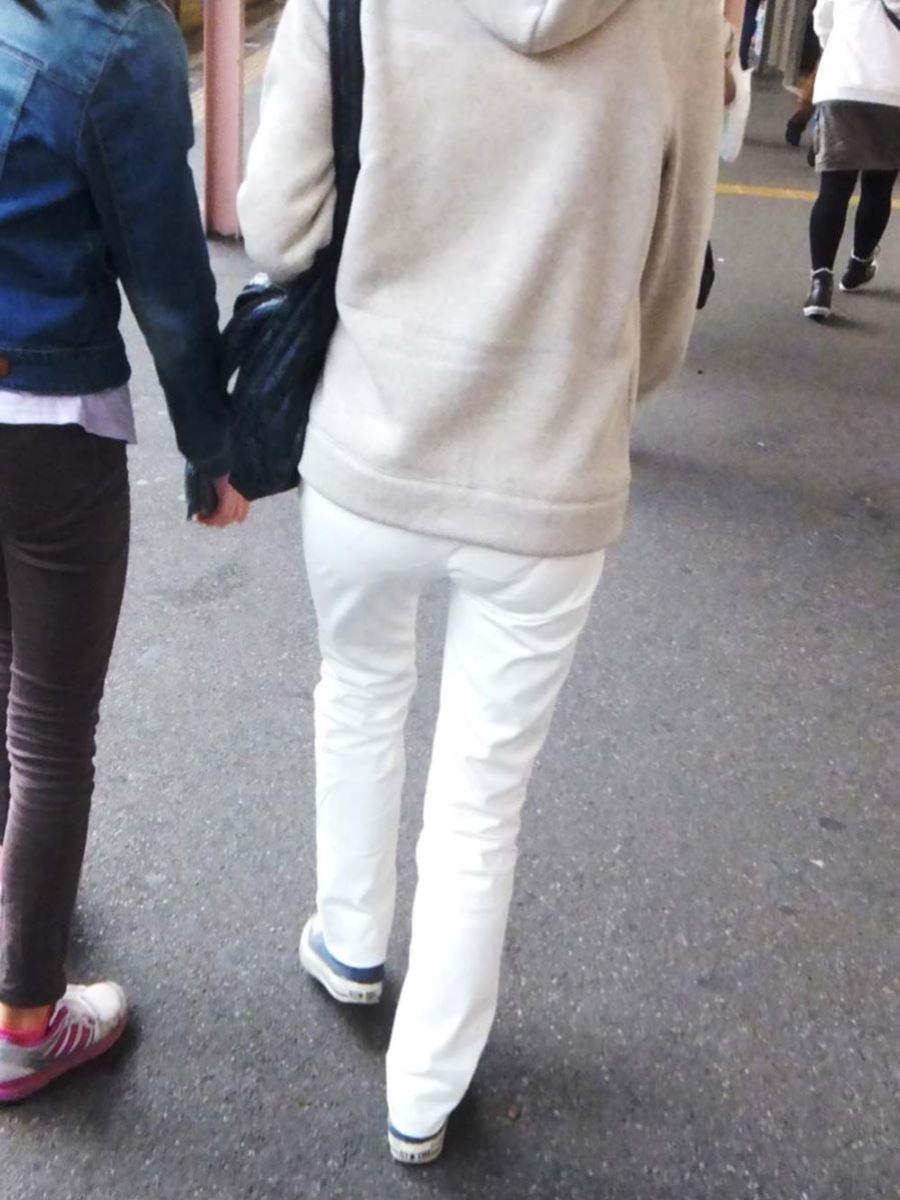 白パンツ パンティライン スケスケ 透けパン エロ画像 31