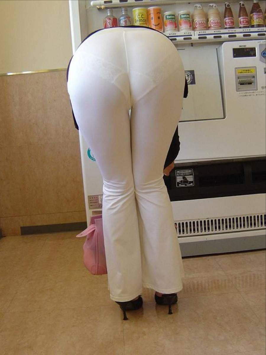 白パンツ パンティライン スケスケ 透けパン エロ画像 48