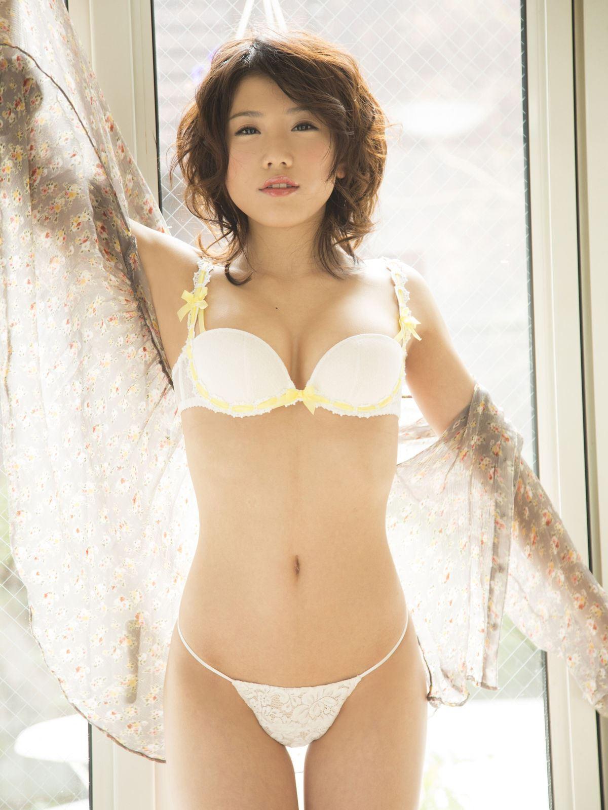 千明芸夢 Eカップ 横乳 過激 水着 エロ画像 5