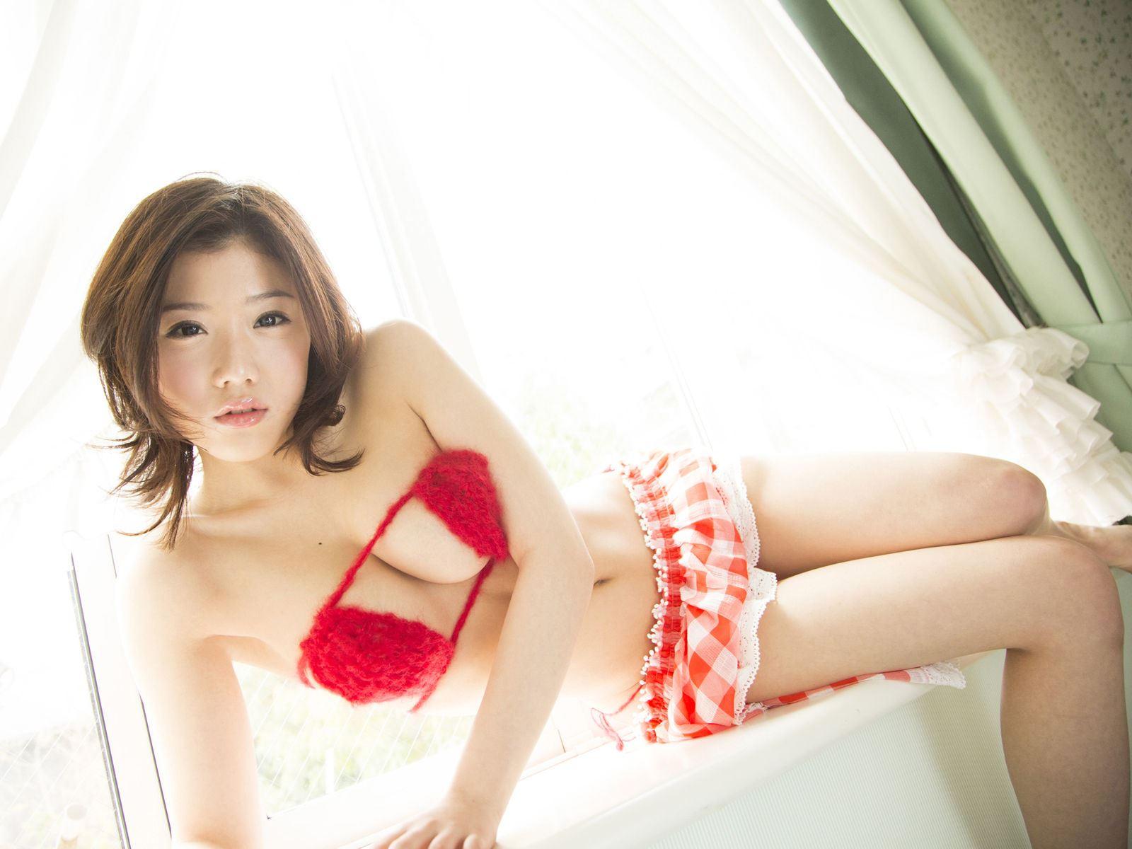 千明芸夢 Eカップ 横乳 過激 水着 エロ画像 26