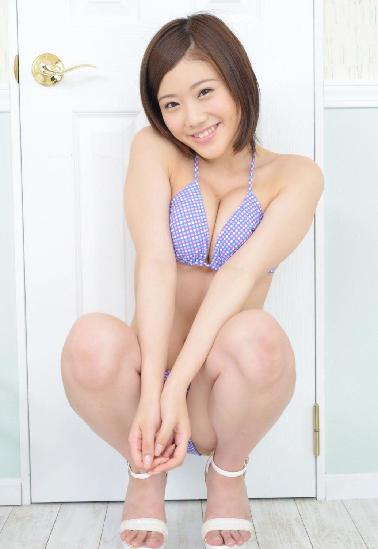 千明芸夢 Eカップ 横乳 過激 水着 エロ画像 50