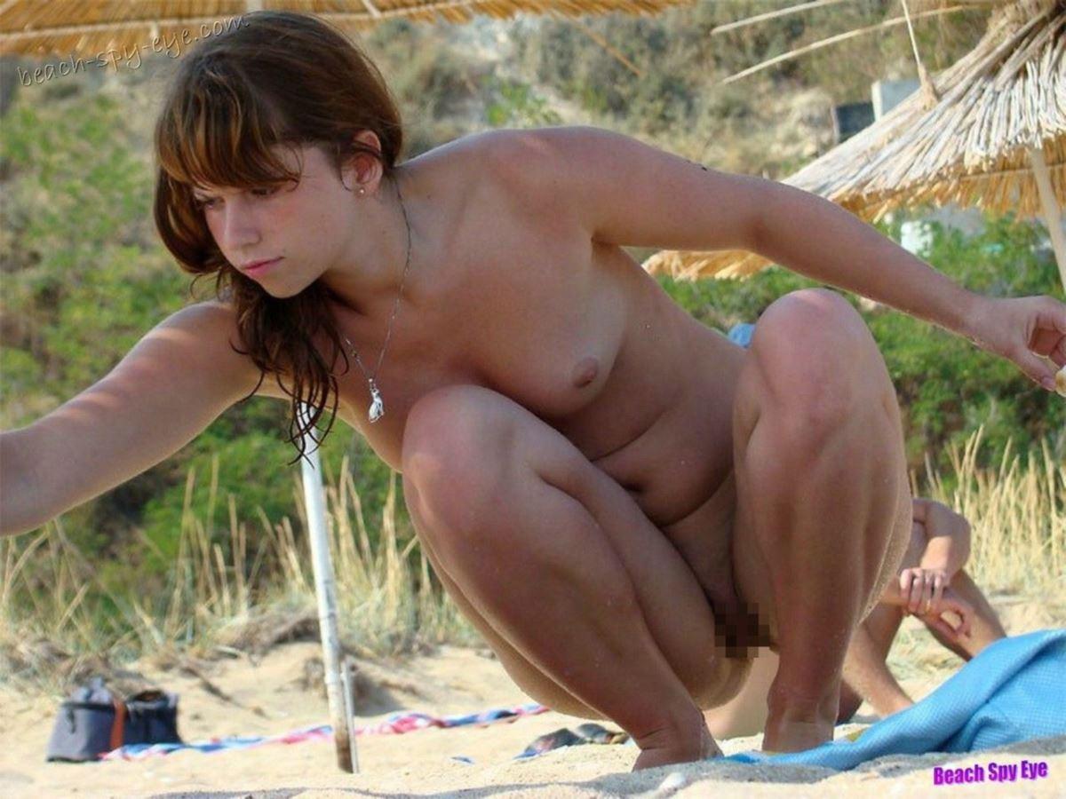 外国人美女 全裸 過ごす ヌーディストビーチ エロ画像 4