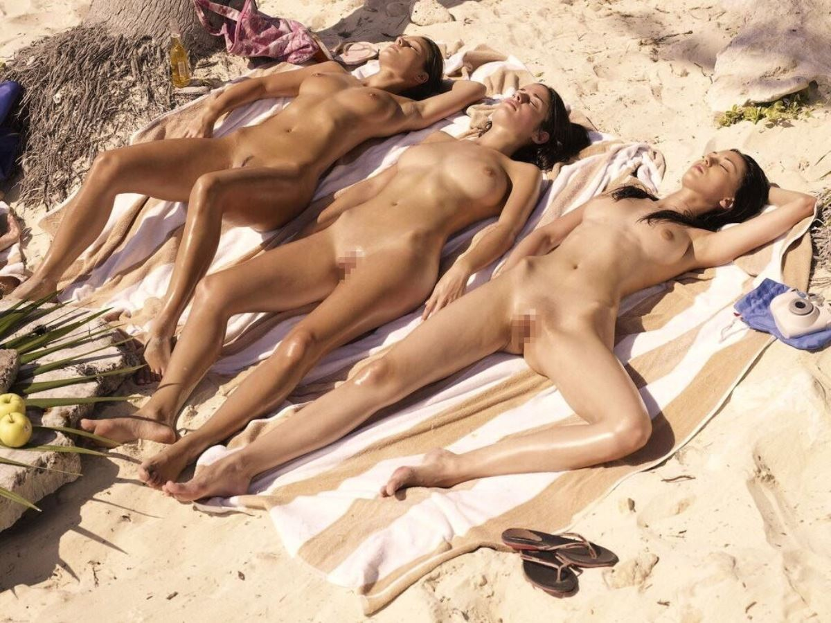 外国人女性の全裸見放題のヌーディストビーチが最高だと再認識できる画像