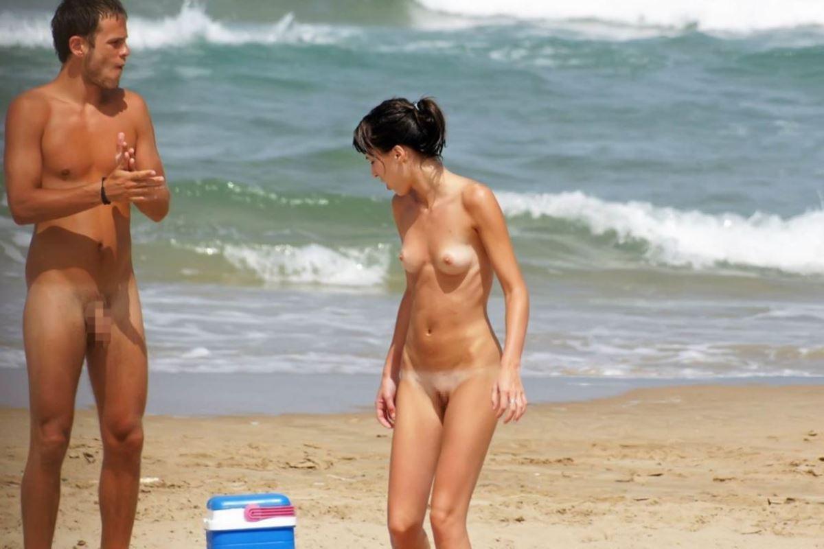 外国人美女 全裸 過ごす ヌーディストビーチ エロ画像 13