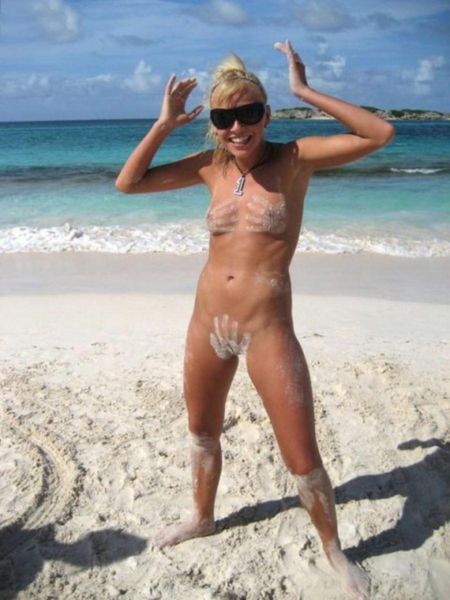 外国人美女 全裸 過ごす ヌーディストビーチ エロ画像 34
