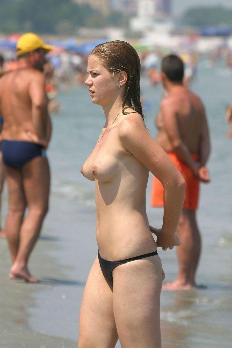 外国人美女 全裸 過ごす ヌーディストビーチ エロ画像 40
