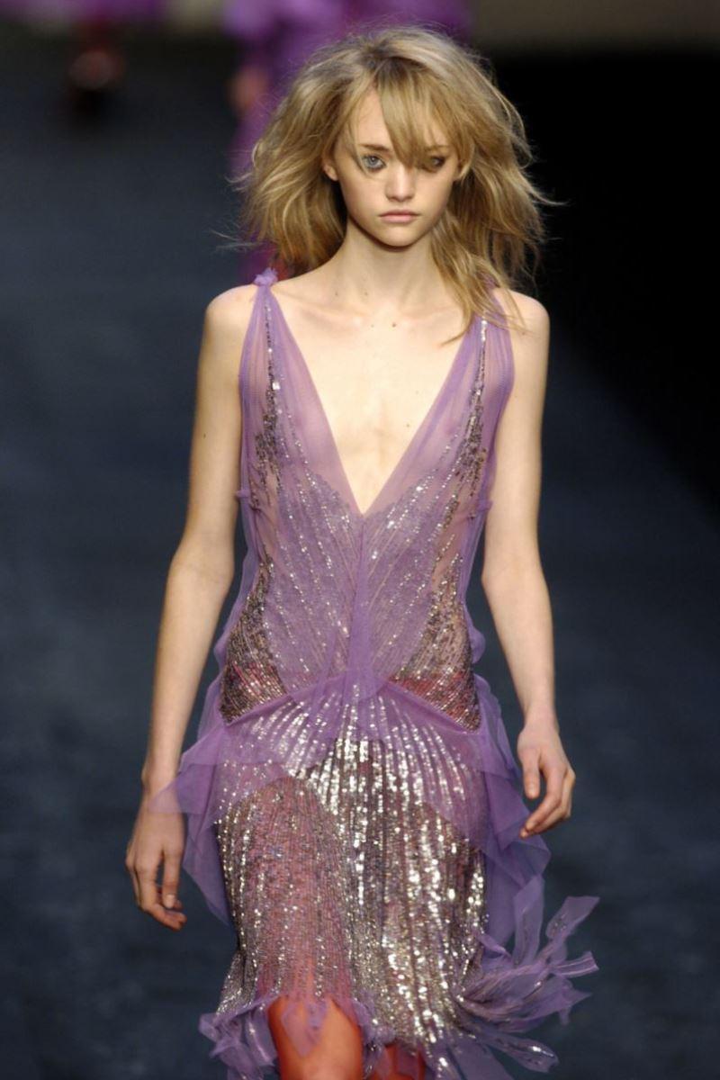 ファッションショー 透け乳首 モロ乳首 女性モデル エロ画像 5