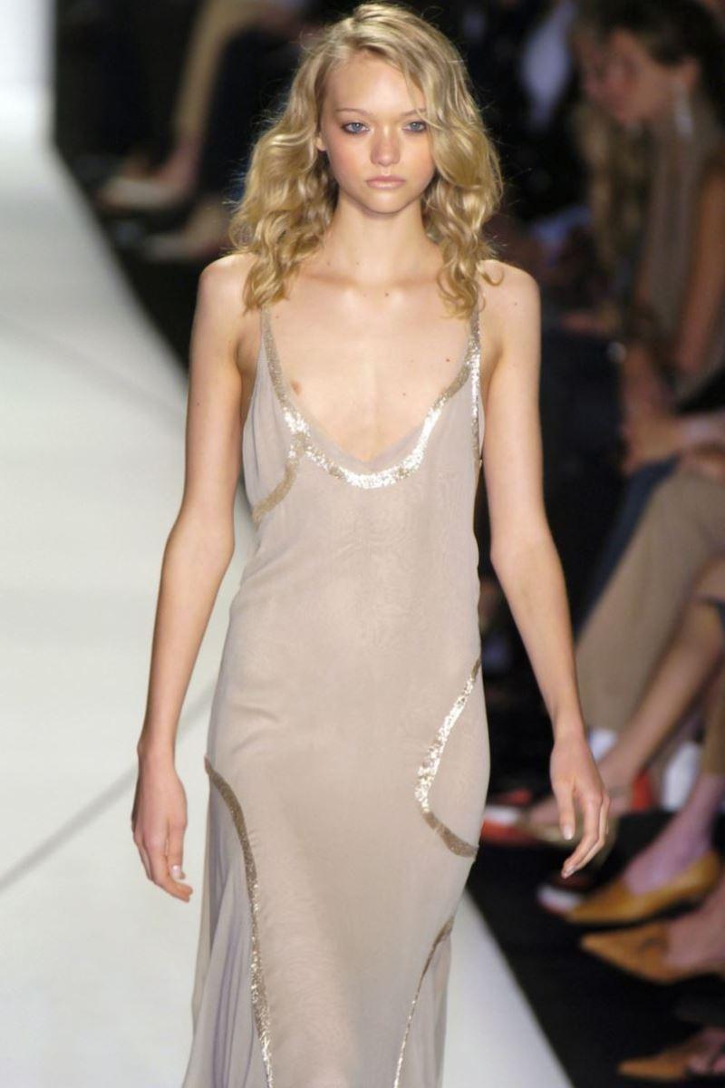 ファッションショー 透け乳首 モロ乳首 女性モデル エロ画像 11