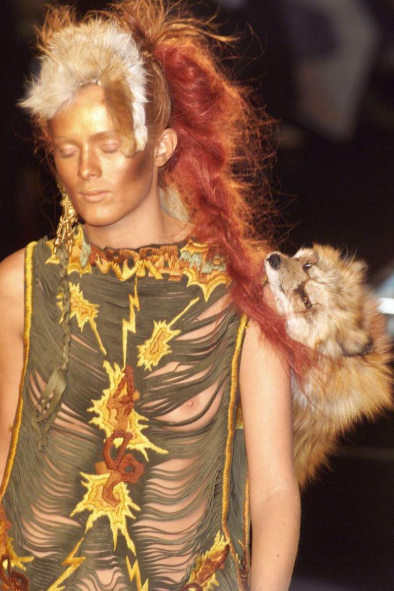 ファッションショー 透け乳首 モロ乳首 女性モデル エロ画像 12
