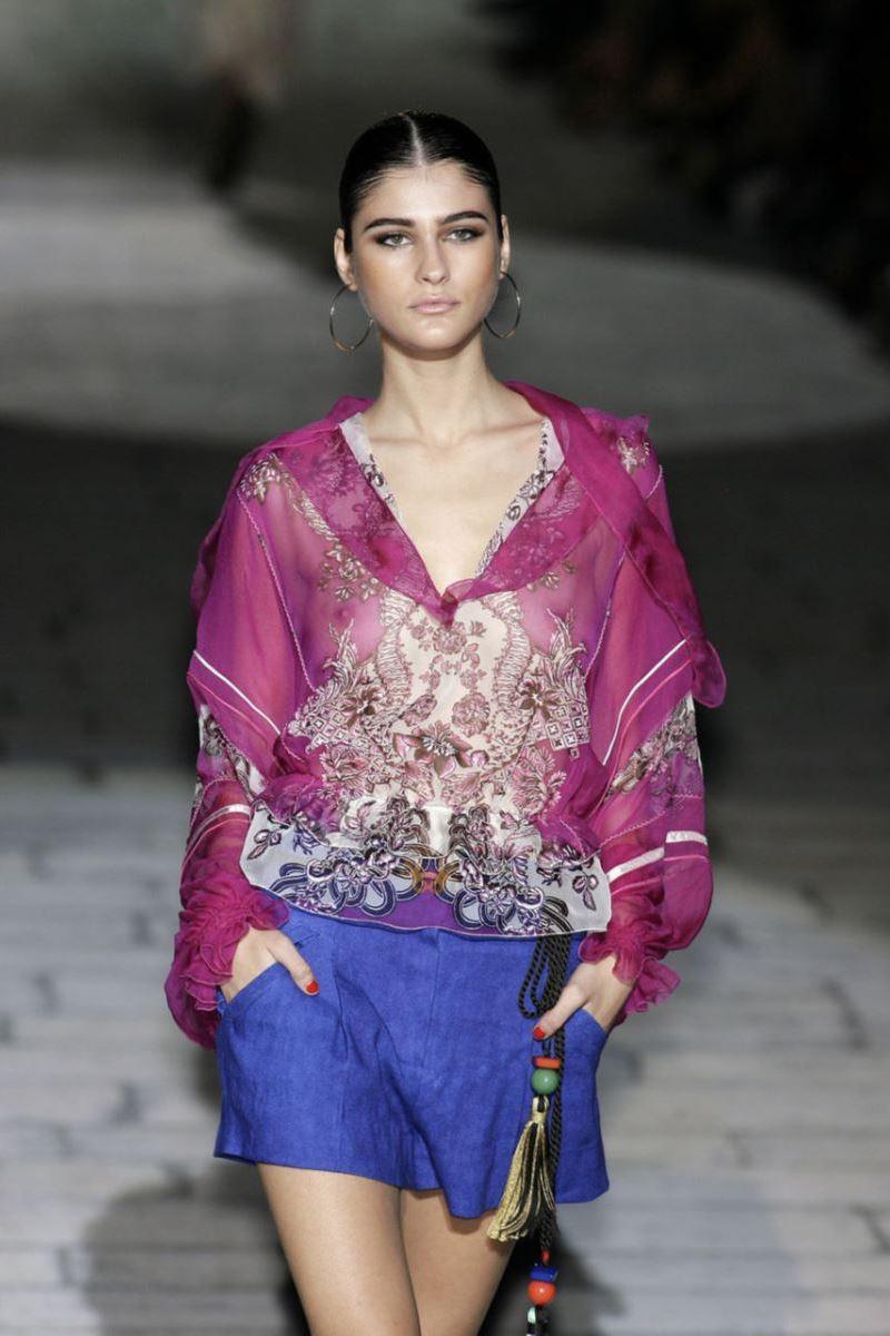 ファッションショー 透け乳首 モロ乳首 女性モデル エロ画像 21