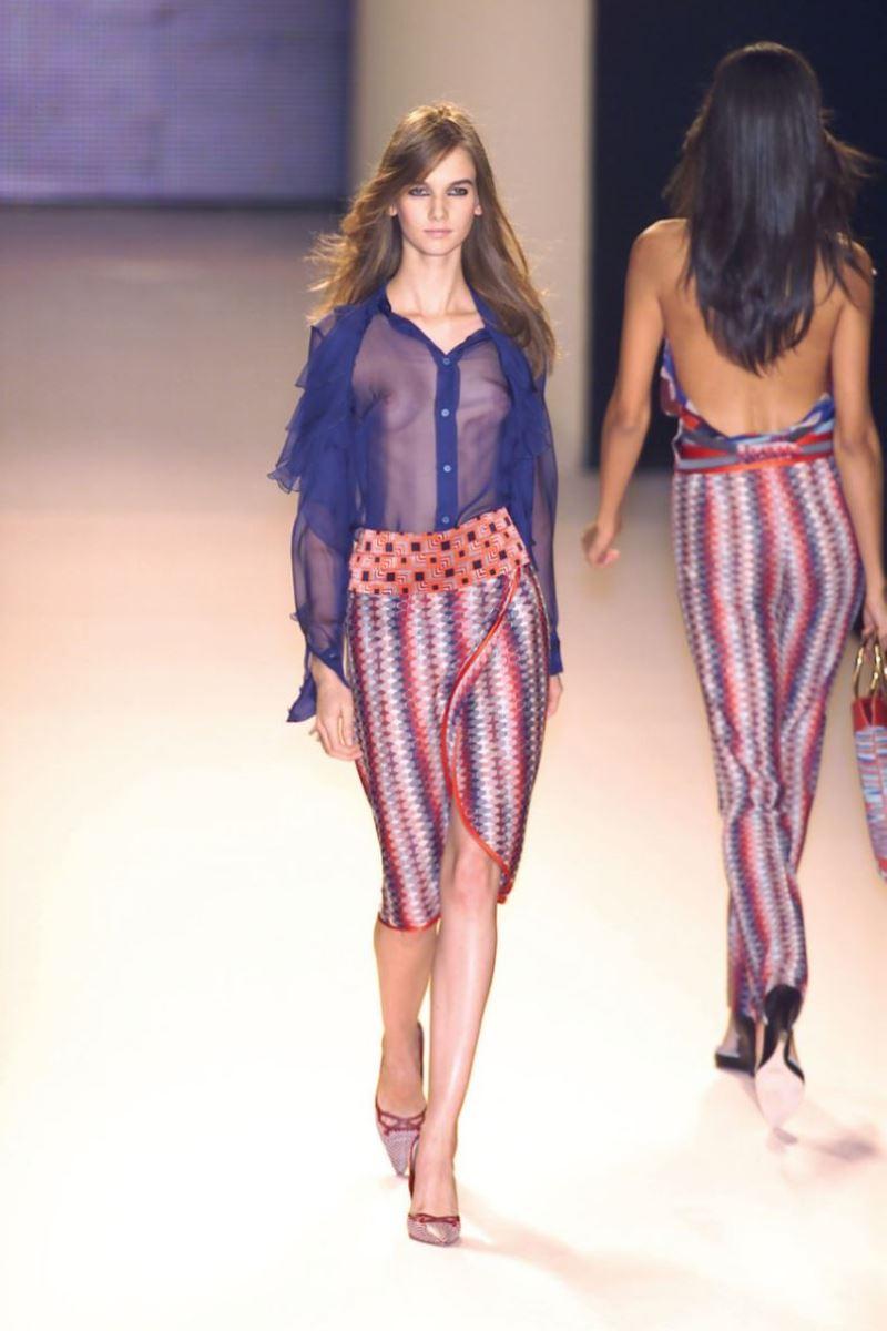 ファッションショー 透け乳首 モロ乳首 女性モデル エロ画像 28