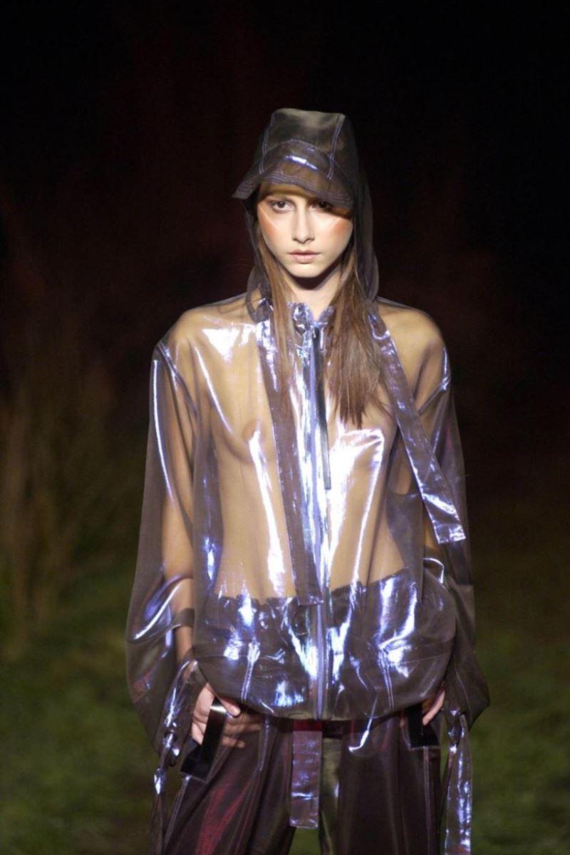 ファッションショー 透け乳首 モロ乳首 女性モデル エロ画像 37