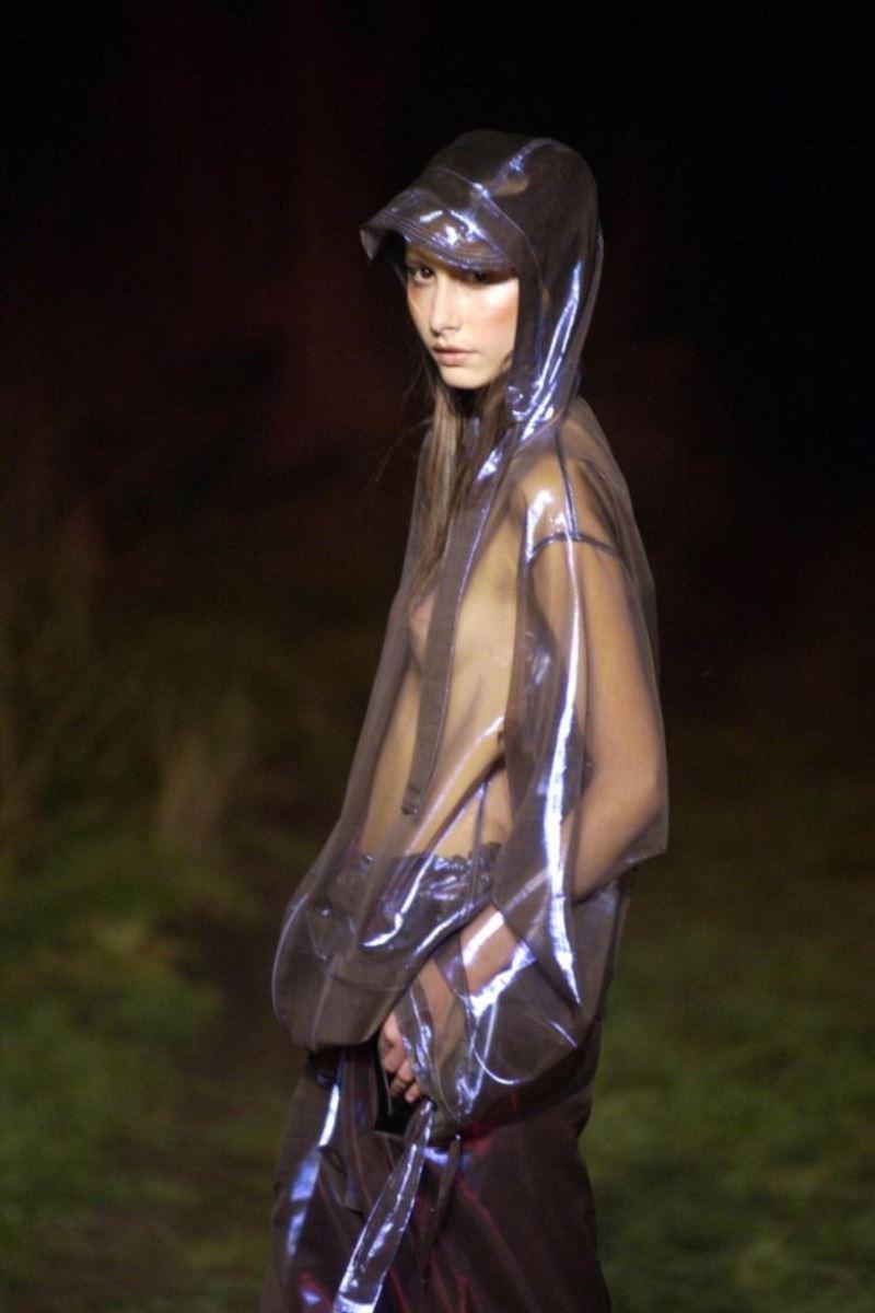 ファッションショー 透け乳首 モロ乳首 女性モデル エロ画像 44