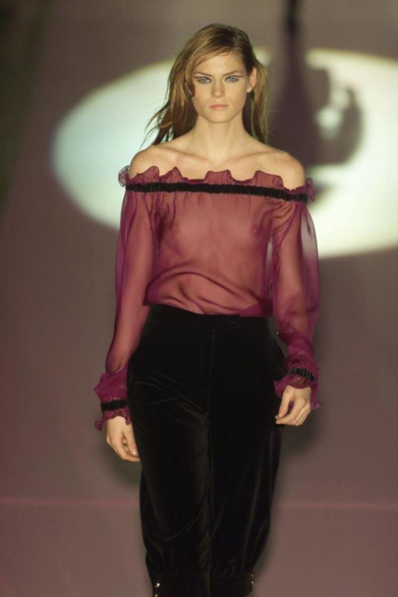 ファッションショー 透け乳首 モロ乳首 女性モデル エロ画像 49