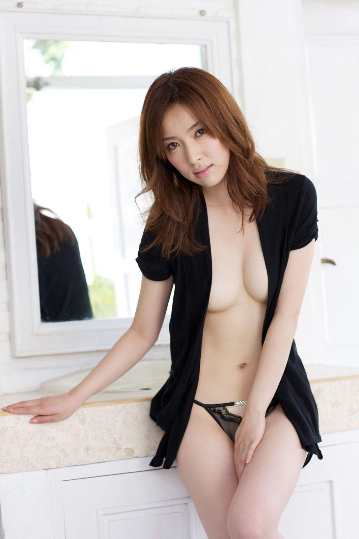 瀬戸早妃のDカップが美しい水着グラビア画像