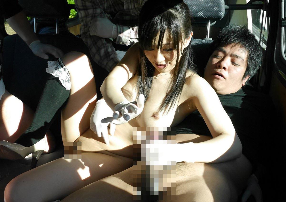 車の中 性器 弄る 手コキ 手マン エロ画像 3