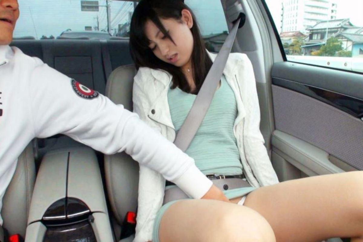 車の中 性器 弄る 手コキ 手マン エロ画像 14