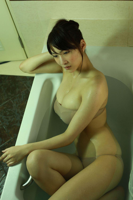 リアル峰不二子 護あさな セクシー 水着 エロ画像 44