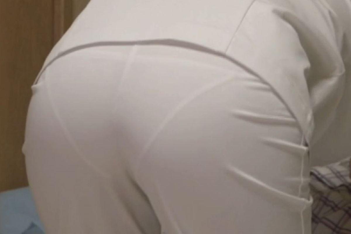 本物ナースを盗撮!!看護師パン透けパンチラ画像画像 21