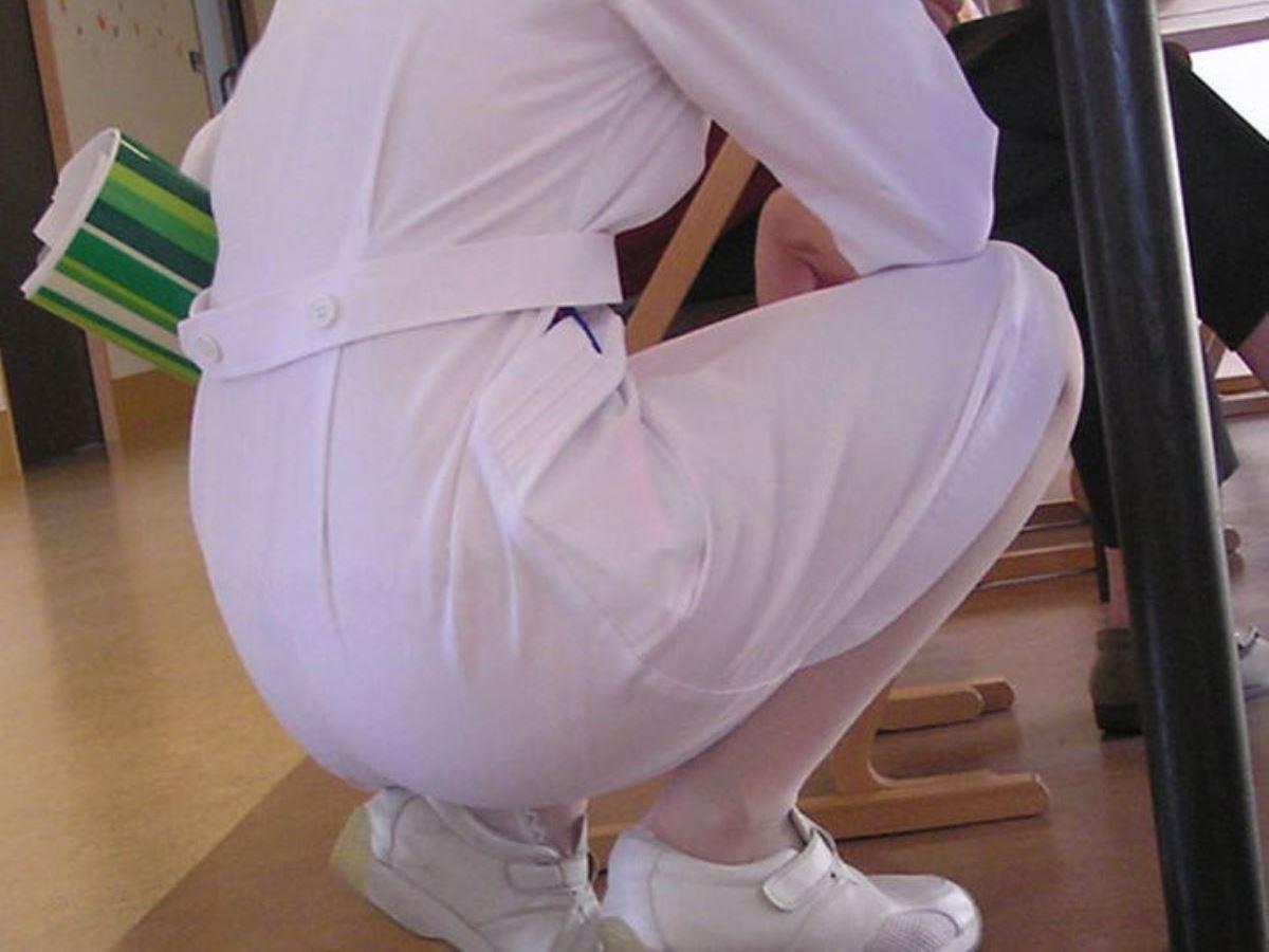 本物ナースを盗撮!!看護師パン透けパンチラ画像画像 45
