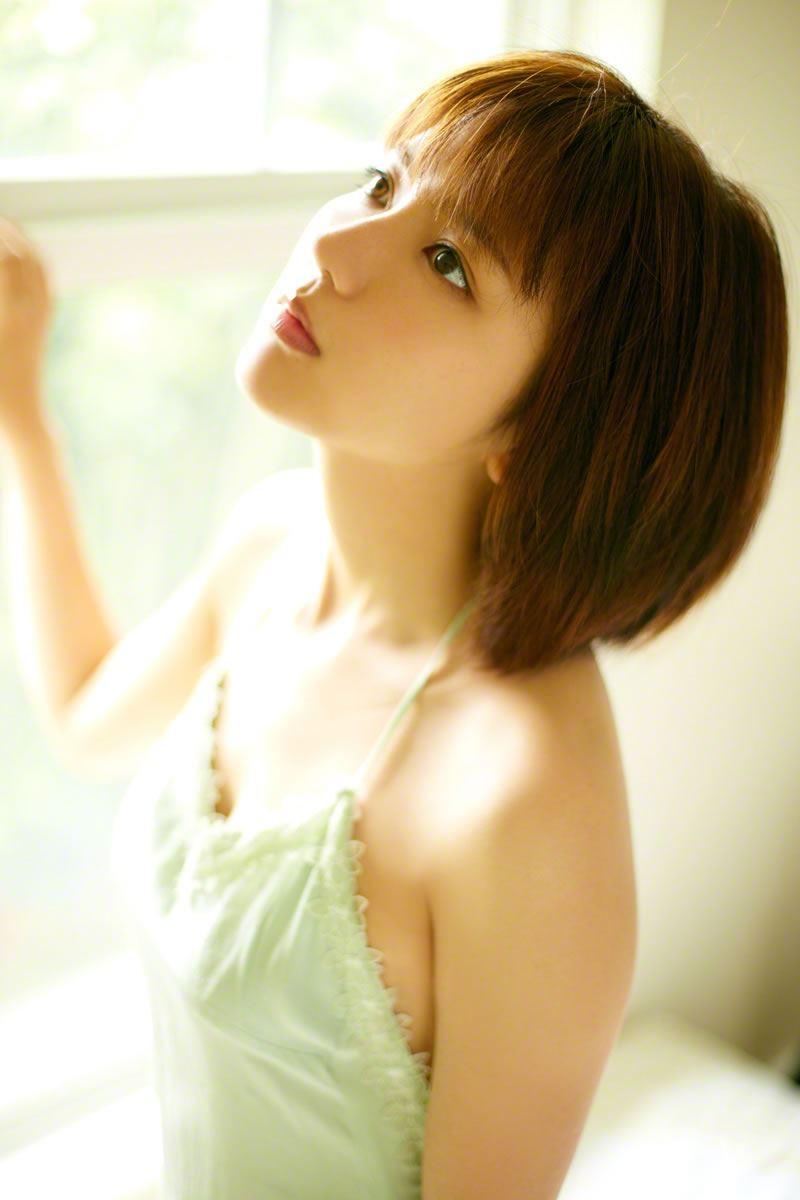 真野恵里菜のビキニ姿が可愛い高画質グラビア画像 12