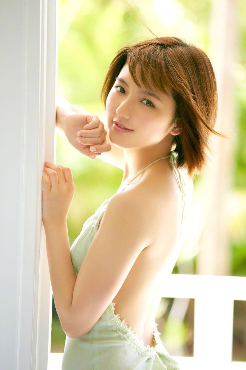 真野恵里菜のビキニ姿が可愛い高画質グラビア画像 23